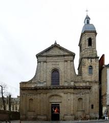 Basilique Saint-Sauveur - Français:   Basilique Saint-Sauveur de Rennes - façade principale, période de Noël 2011