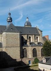 Basilique Saint-Sauveur - English: Basilique Saint-Sauveur, in Rennes, viewed from the Hôtel de Blossac