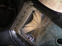 Basilique Saint-Sauveur - Français:   Vue des voûtes du transept sud de la Basilique Saint-Sauveur de Rennes.