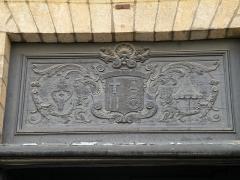 Basilique Saint-Sauveur - Français:   La Basilique Saint-Sauveur de Rennes: fronton de l\'entrée principale.