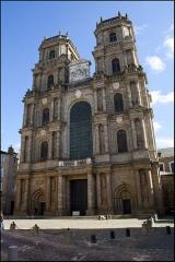Cathédrale Saint-Pierre - Parvis de la cathédrale Saint Pierre à Rennes