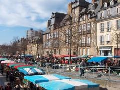Maison, dite Hôtel de la Louvre ou de la Noue -  Marché des Lices à Rennes