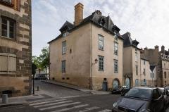Maison ou hôtel Montbourcher - Français:  Façade arrière de l'hôtel Montbourcher, 30 place des Lices et 25 rue Saint Louis à Rennes (France).