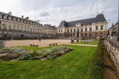 Place du Parlement de Bretagne - Français:  Vue d'ensemble de la place du parlement de Bretagne à Rennes (France), depuis son angle sud-est.