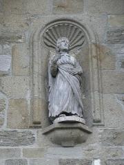 Eglise Saint-Briac - Français:   Extérieur de l\'église Saint-Briac de Saint-Briac-sur-Mer (35). Façade occidentale. Statue.