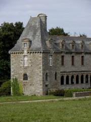 Château du Rocher-Portail - Château du Rocher-Portail en Saint-Brice-en-Coglès (35). Pavillon de la chapelle et galerie.