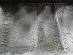 Eglise Saint-Georges - Intérieur de l'église Saint-Georges de Saint-Georges-de-Gréhaigne (35). Nef. Dalles funéraires.