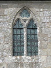 Eglise Saint-Georges - Extérieur de l'église Saint-Georges de Saint-Georges-de-Gréhaigne (35). Costale sud du chœur. 2de fenêtre.