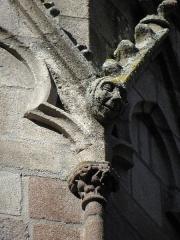 Ancienne cathédrale Saint-Vincent - Tourelle nord du chevet de la cathédrale Saint-Vincent de Saint-Malo (35). Détail sculpté.