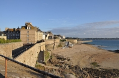 Château et fortifications - English: The city walls of Saint-Malo department of Ille-et-Vilaine are classified as historic monuments by the French Ministry of Culture.