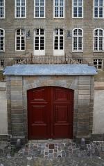 Hôtel Magon de la Lande dit hôtel d'Asfeld - Français:   façade sur la rue de Chartres de l\'Hôtel Magon de la Lande à Saint-Malo,  vue des remparts.