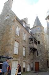 Maison de la Duchesse Anne - English: Old building in the walled city of Saint-Malo, 2 cour la Houssaye.