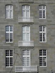 Maison - Français:   Maison 6 place Chateaubriand à Saint-Malo (35).