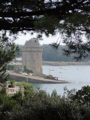 Tour Solidor et ouvrages avancés - Français:   La Tour Solidor se situe à Saint-Malo, photo prise au niveau de la Cité d\'Aleth