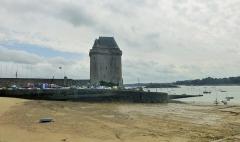 Tour Solidor et ouvrages avancés - Français:   Saint-Malo la Tour Solidor, dans l\'estuaire de la Rance  Ce donjon fut construit entre 1369 et 1382, par le duc Jean IV de Bretagne.  (Bretagne, France).