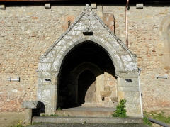 Eglise Saint-Martin - Façade méridionale de l'église prieurale Saint-Martin de Tremblay (35). Porche sud.