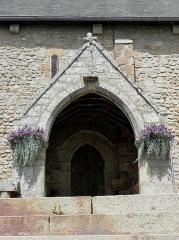 Eglise Saint-Martin - Porche sud de l'église prieurale Saint-Martin de Tremblay (35).