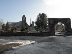 Eglise Saint-Martin et porte du cimetière - Église Saint-Martin de Villamée (35).