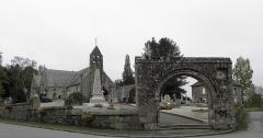Eglise Saint-Martin et porte du cimetière - Enclos paroissiale de Villamée (35).