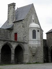 Château - Tour de l'Oratoire du Château de Vitré (35) vue de la cour d'honneur.