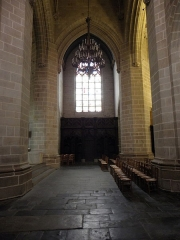 Eglise Notre-Dame - Église Notre-Dame de Vitré (35). Le croisillon nord vu du transept sud.