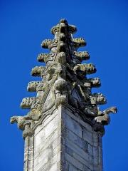 Eglise Notre-Dame - Façade ouest de l'église Notre-Dame de Vitré (35). Pinacles.