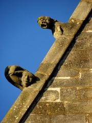 Eglise Notre-Dame - 5ème chapelle de la façade sud de l'église Notre-Dame de Vitré (35). Détail du rampant gauche du pignon.