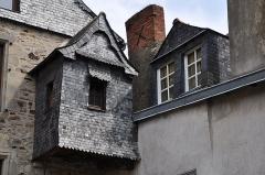 Ancien Hôtel du Bât ou du Bol d'Or - English: Detail of the house Hôtel du Bât in Vitré departement of Ille-et-Vilaine in France registered as historical monument.