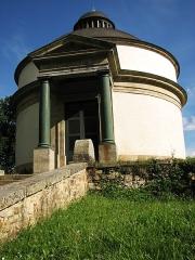 Maison et monument de Cadoudal -  Mausolé de Georges Cadoudal. Village de Kerléano, Auray (Morbihan, France).