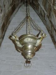 Eglise Notre-Dame - Intérieur de l'église Notre-Dame de Bieuzy (56). Lampe de sanctuaire.