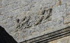 Eglise Notre-Dame-de-la-Fosse - Église Notre-Dame-de-la-Fosse: détail inscription façade sud