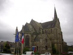 Eglise Saint-Alban - Français:   Église Saint-Alban d\'Elven (Morbihan, France), vue depuis la place Adrien-Le-Franc
