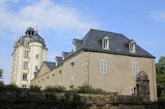 Château de Kéravéon - Français:   Château de Kéravéon: vue générale de la tour du XIXe et du logis depuis le sud