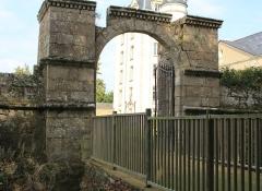 Château de Kéravéon - Français:   Château de Kéravéon: restes de l\'ancien pont-levis