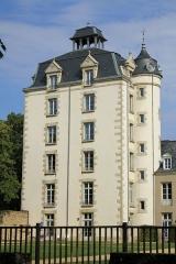 Château de Kéravéon - Français:   Château de Kéravéon: tour vue depuis l\'ouest