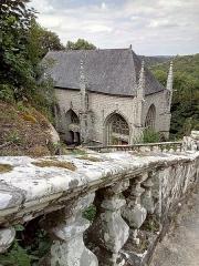 Chapelle Sainte-Barbe et maison du garde - Français:   Chapelle Sainte-Barbe depuis les escaliers renaissance.  Bâtiment classé aux monuments historiques.  Notice: PA00091189