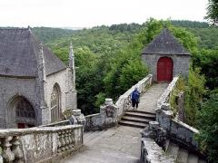 Chapelle Sainte-Barbe et maison du garde - Deutsch: Le Faouët (Bretagne, Morbihan) Chapelle Sainte-Barbe, maison du garde.