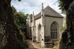 Chapelle Sainte-Barbe et maison du garde - Français:   Chapelle vue de dessous le pont de l\'ossuaire.