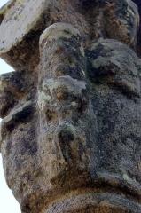 Croix du 16e siècle - Français:   Croix de Camfroux: personnage 1