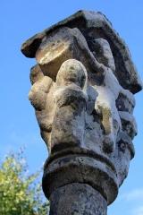 Croix du 16e siècle - Français:   Croix de Camfroux: personnage 3