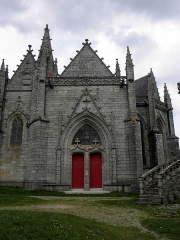 Eglise Notre-Dame-de-Quelven et abords - Façade sud de la basilique Notre-Dame de Quelven commune de Guern (56). 2d portail sud.