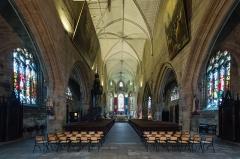 Eglise Notre-Dame-de-Paradis et ses abords - Français:  Vue vers le chœur de la nef de la basilique Notre-Dame-de-Paradis d'Hennebont (France)