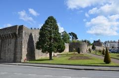 Remparts - Français:   Remparts et jardin de Hennebont, Morbihan, France