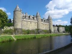 Château - Français:   Face sud du mur d\'enceinte