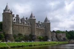 Château - Français:   Façade sud-ouest du château des Rohan, à Josselin, Morbihan, France.