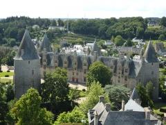 Château - Vue du château de Josselin depuis le haut du clocher de la basilique