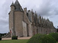 Château - Français:   Façade intérieure de style renaissance et tour médiévale du château de Josselin.