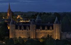 Château - Deutsch: Nachtaufnahme des Schlosses an  der Oust (Château de Josselin)