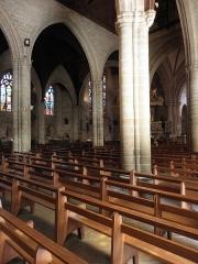 Eglise Notre-Dame-du-Roncier - Basilique Notre-Dame-du-Roncier à Josselin (56). Vue traversante des nef depuis le sud-ouest.