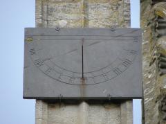 Eglise Notre-Dame-du-Roncier - Basilique Notre-Dame-du-Roncier à Josselin (56). Nouveau cadran solaire.